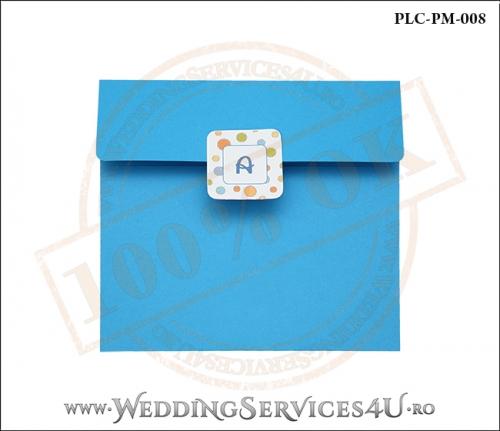 Plic Patrat pentru invitatie de Botez Colorat Personalizat realizat din carton albastru mat cu Monograma Aplicata. PLC-PM-008-1