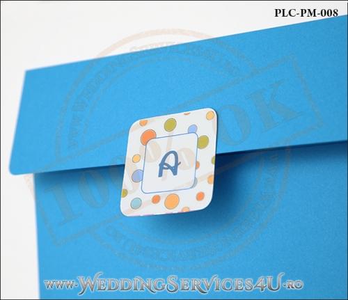 Plic Patrat pentru invitatie de Botez Colorat Personalizat realizat din carton albastru mat cu Monograma Aplicata. PLC-PM-008-2